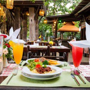 ห้องอาหารซันไรซ์  Sunrise Tropical Resort หาดไร่เลย์ตะวันออก กระบี่