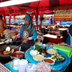 ร้านผัดไทยเที่ยงคืน by คุณตุ๊ก